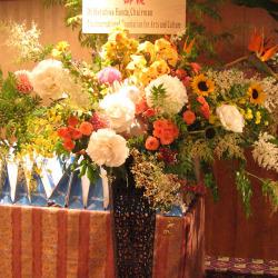 海岸(港区)に贈るお祝いスタンド花 芍薬とヒマワリ
