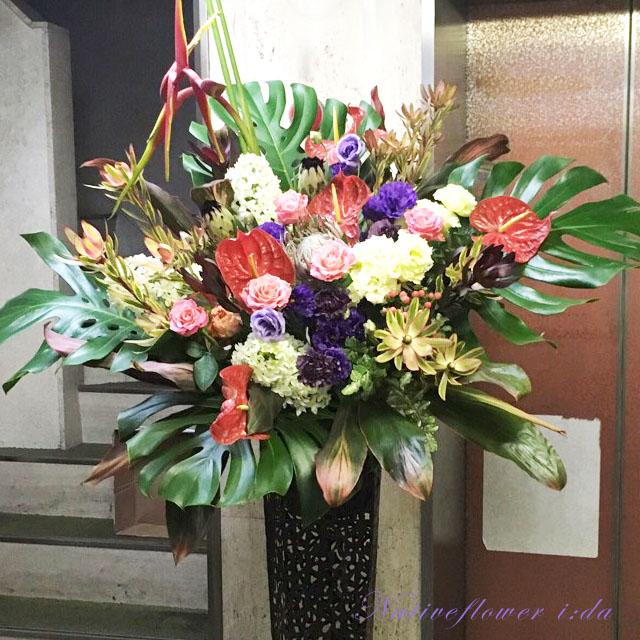 スタンド花 二子玉川の花屋 ネイティブフラワーイーダ お祝いスタンド花 シャーレッドグリーン