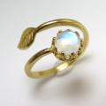 天然石レインボームーンストーン指輪リング・リーフ(ベゼルカボションラウンド・6mm)(真鍮ブラス・ゴールドカラー)(1個)