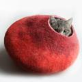 ウールの猫用ハウス(ベッド) 赤