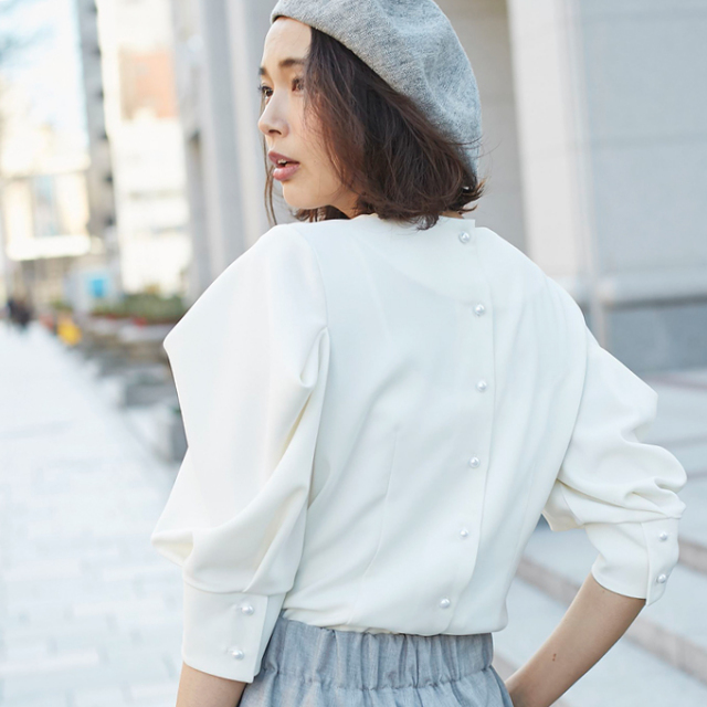 【Volume sleeve pearl tops】レディース  ボリューム袖 トップス