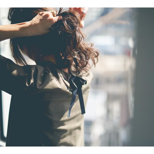 高橋志津奈さん着用【Back ribbon blouse】レディース  バック リボン ブラウス