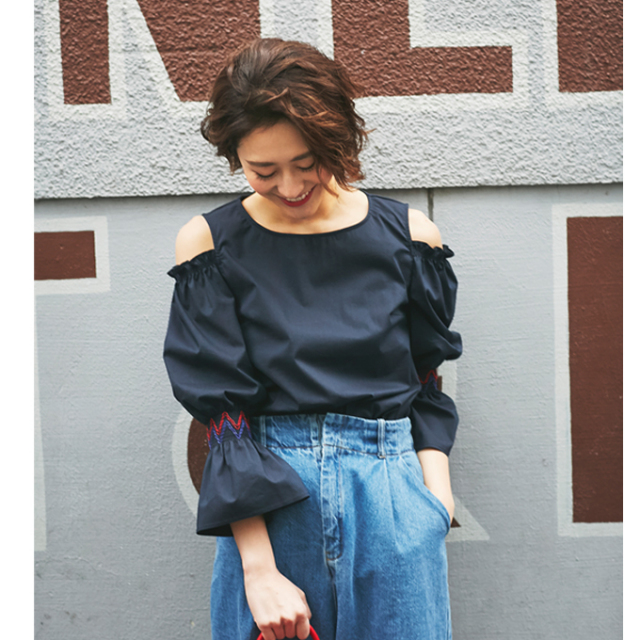 【Volume sleeve cut off shoulder blouse】レディース  ボリューム袖 刺繍 ブラウス