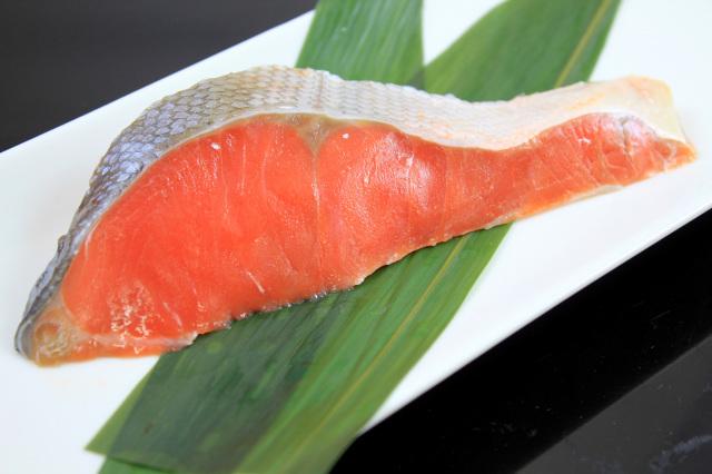 皿 甘塩鮭