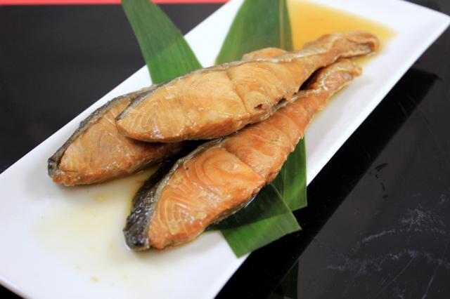 皿 秋鮭焼漬