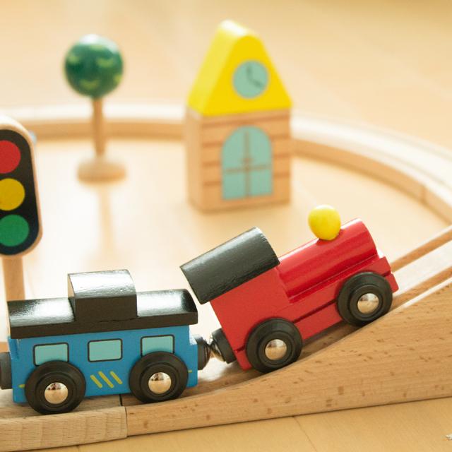 木のおもちゃ汽車先頭