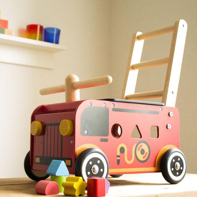 IM-87480  ウォーカー&ライド 消防車 【 I'm Toy アイムトイ】 木製乗用・押し車・パズル 知育玩具 【誕生日プレゼントおすすめ木のおもちゃ】【送料無料】メーカー正規品