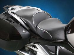Sargent R1200RT LC(水冷 '14-) EU標準 フロント+リアシートセット シートヒーター搭載 CarbonFX パイピング:シルバー
