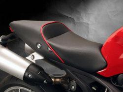 Sargent シート Ducati Monster 796 / 1100 レギュラーフロントシート パイピング:レッド