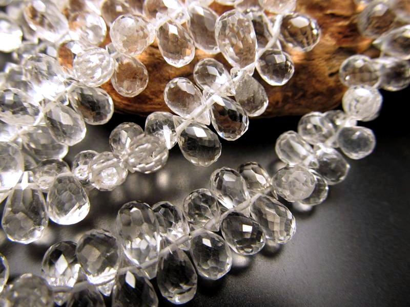 ◆宝石質アクセサリーパーツ◆ティアドロップカット◆水晶◆ワイヤー用【穴径約0.3mm】◆縦約7mm×横約4mm