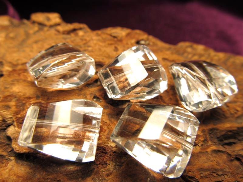 5A天然水晶ツイストタンブルカット