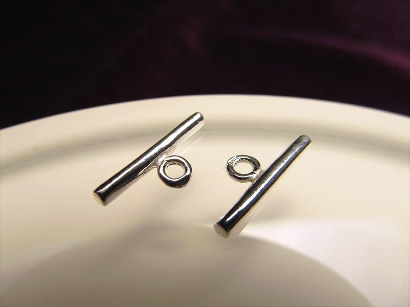 ◆高品質Silver925パーツ◆使い方様々!手作りアクセサリーのアクセントに!◆1個130円◆カン付きバーコンポーネント◆バーサイズ約13.8mm カン内径約1.8mm◆CMP108◆