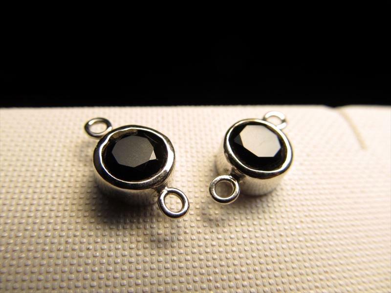 ◆高品質Silver925パーツ◆使い方様々!手作りアクセサリーのアクセントに!◆1個610円◆オニキス付きコネクタコンポーネント◆直径約8mm カン穴内径約1.5mm◆ロジウム仕様◆CMP137◆