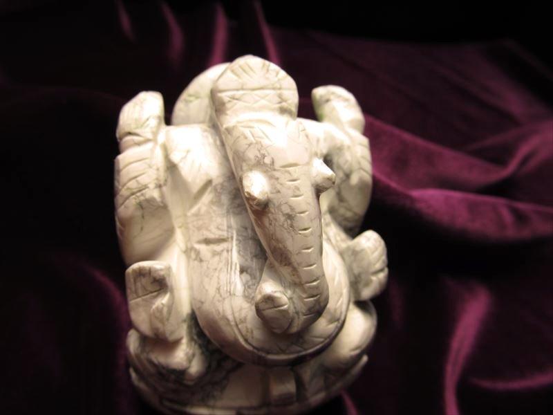 ★人気!夢を叶える象★無垢なホワイトガネーシャ★極上手彫り彫刻★あらゆる障害を除去して成功に導く守り神★1点物★ハウライトガネーシャ彫り置物★263g★高さ約7cm★