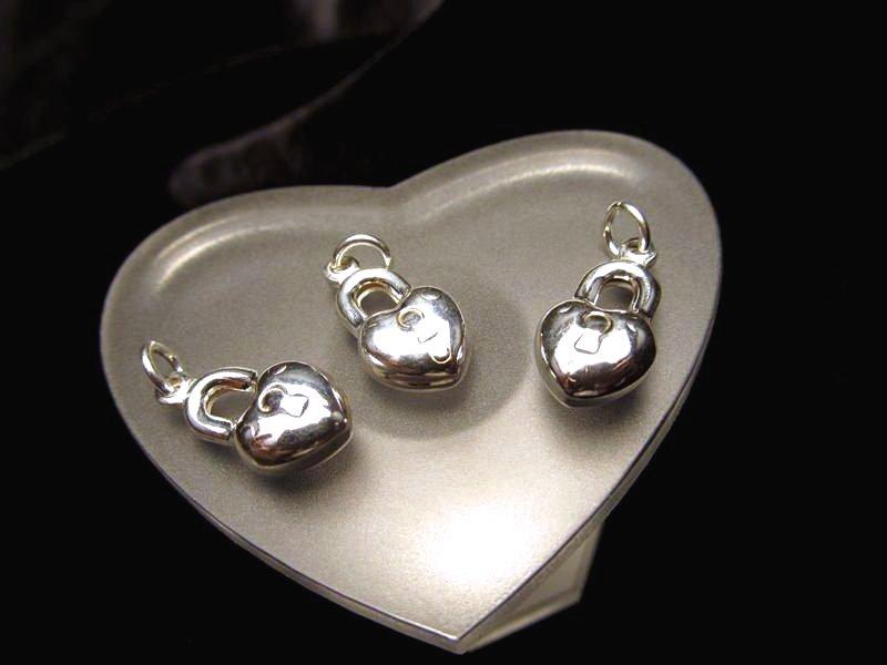 ◆高級・高品質Silver925パーツ◆縦約15.5mm◆1個280円◆ハートロックチャーム◆SS011◆