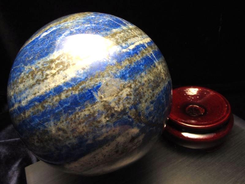 ◆極上品質!一点物◆美麗瑠璃色◆幸運を呼び寄せる◆ラピスラズリ丸玉置物◆木製台座付◆アフガニスタン産◆直径約79mm★793g★