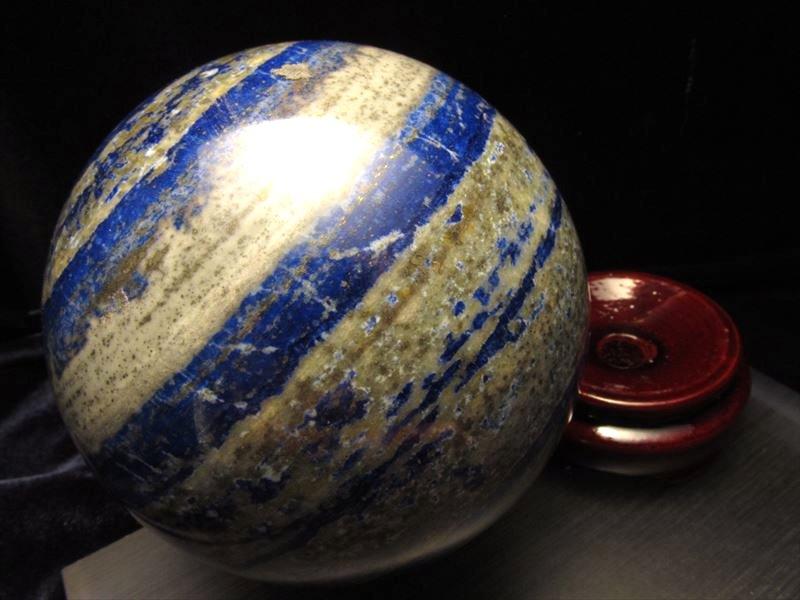 ◆極上品質!一点物◆美麗瑠璃色◆幸運を呼び寄せる◆ラピスラズリ丸玉置物◆木製台座付◆アフガニスタン産◆直径約78mm★767g★