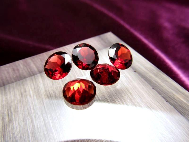 ◆5A・ジェムクォリティー◆5個セット4500円◆宝石質ガーネット ルース【ラウンドカット】◆サイズ:8×8mm 厚み4.2mm◆