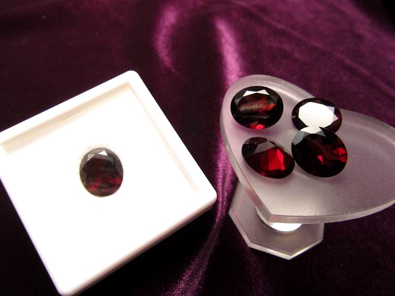 ◆5A・ジェムクォリティー◆1個3000円◆宝石質ガーネット ルース【ラウンドカット】◆サイズ:12×10mm 厚み5mm◆