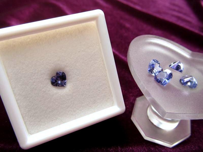 ◆5A・ジェムクォリティー◆1個1500円◆宝石質タンザナイト ルース【ハートカット】◆サイズ:5.5×6mm 厚み3mm◆