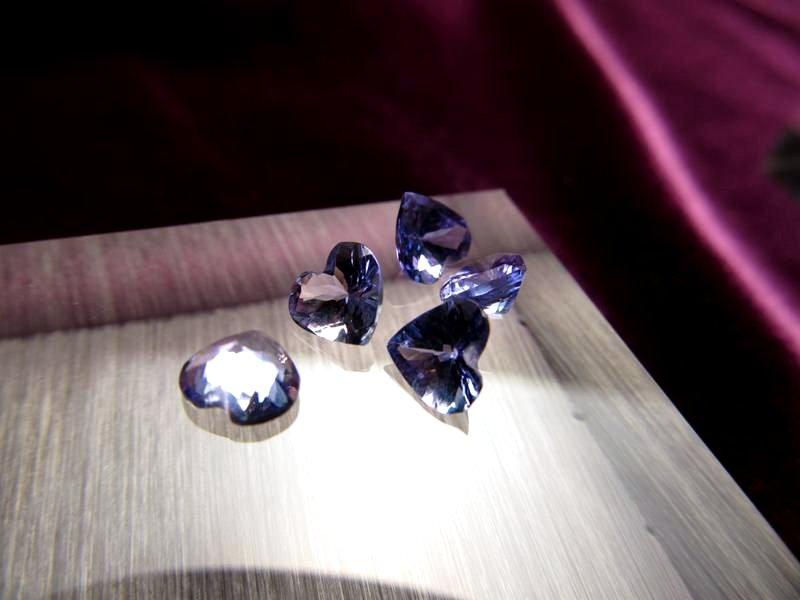 ◆5A・ジェムクォリティー◆5個セット6750円◆宝石質タンザナイト ルース【ハートカット】◆サイズ:5.5×6mm 厚み3mm◆