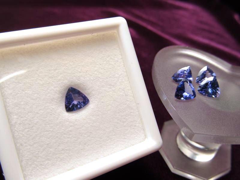 ◆5A・ジェムクォリティー◆1個2000円◆宝石質タンザナイト ルース【トリリアントカット】◆サイズ:6mm 厚み3.5mm◆