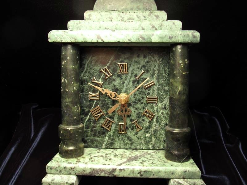 サーペンティン置き時計