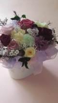 【プリザーブドフラワーギフト】退職祝い 記念日等の贈り物に最適な紫を主にマリアンヌ、ピンポンマムと贅沢上品なアレンジ歌声