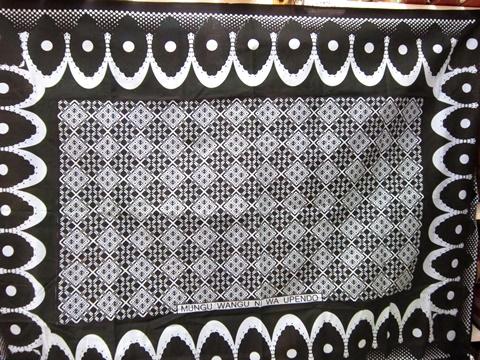 [タンザニア雑貨][布]【カンガ】東アフリカの人々が生活の中で使うポピュラーな布