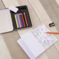 ブリキのボックスに色鉛筆8色、消しゴム、鉛筆削り、18ページの塗り絵ブックが入ったお絵描きセット。