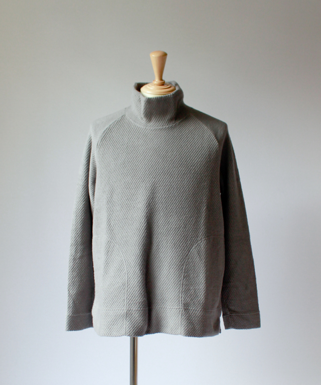 CURLY CLOUDY MOCK NECK