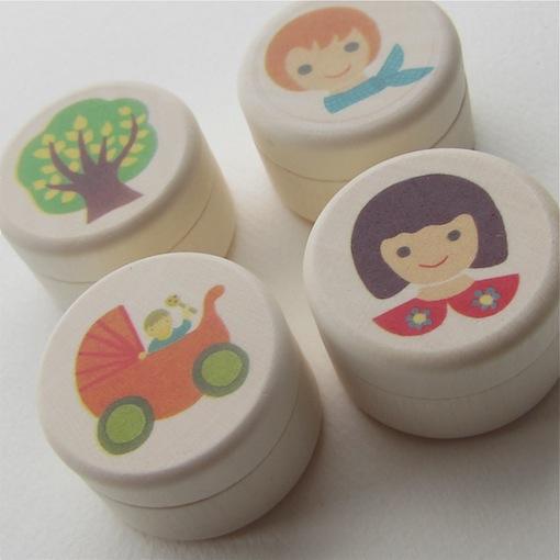 nikitiki ヨーロッパの木のおもちゃを出産祝いに 乳歯ケース