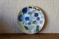安藤喜代子 お花がいっぱい!彩ねこ・丸皿<ブルー> φ16cm