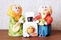 コヴロフ土人形 <ブランコに乗る少女とネコ> 2種類/ 11cm