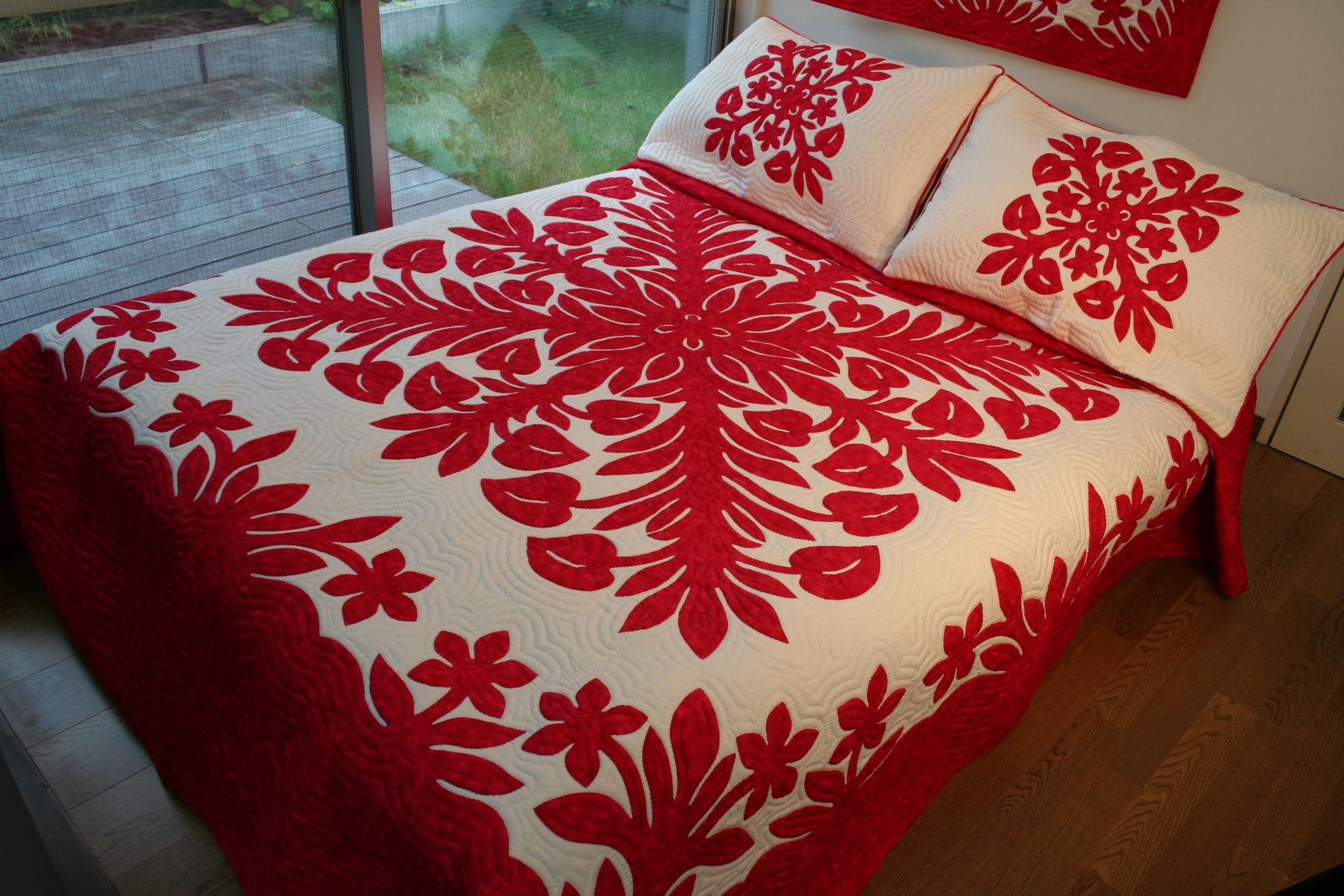 ハワイアンキルト、ベッドカバー、むら染め、アイリッシュ、赤、レッド、接写