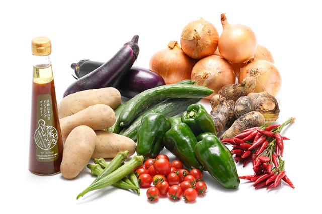 淡路島の市場からその日届いた秋の野菜(淡路島産玉ねぎ付き)を健康玉ねぎドレッシング(オイルイン)で食べるセット