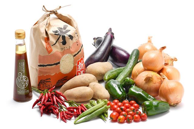 淡路島の新米と市場からその日届いた秋の野菜(淡路島産玉ねぎ付き)を健康玉ねぎドレッシング(オイルイン)で食べるセット