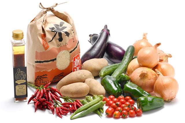 淡路島の新米と市場からその日届いた秋の野菜(淡路島産玉ねぎ付き)を健康プレミアム玉ねぎドレッシングで食べるセット