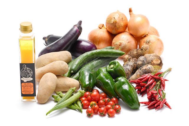 淡路島のと市場からその日届いた秋の野菜(淡路島産玉ねぎ付き)を健康プレミアム玉ねぎ&温州みかんドレッシングで食べるセット