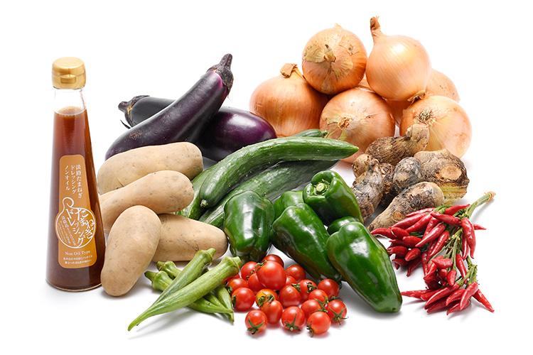 淡路島の市場からその日届いた秋の野菜(淡路島産玉ねぎ付き)を健康玉ねぎドレッシング(ノンオイル)で食べるセット