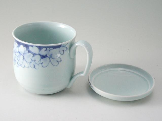 有田焼 青花 小花つなぎフタ付きマグカップ