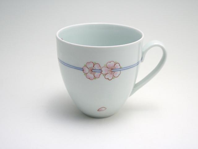 有田焼 青花匠 染錦花飾りマグカップ