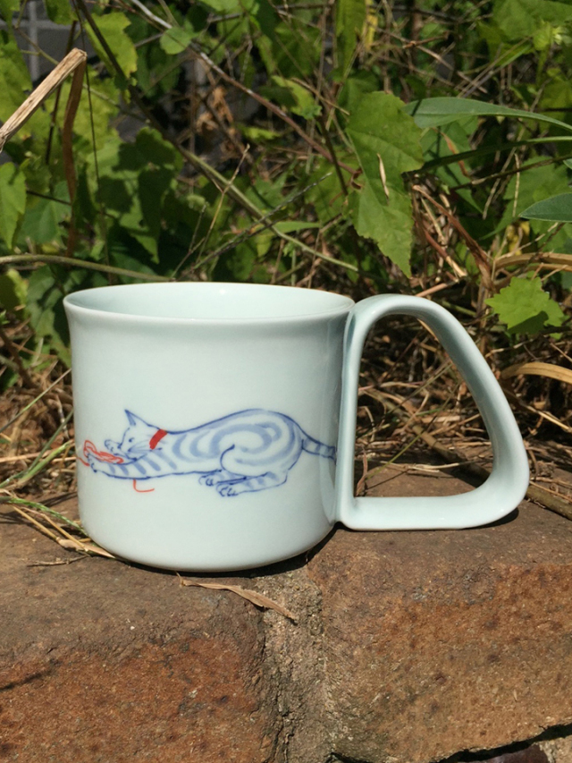 有田焼 青花 玉とりすくい易いマグカップ