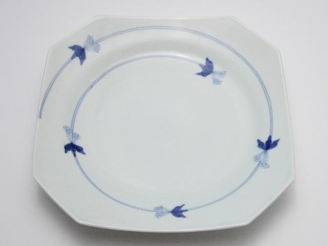 有田焼 青花匠 つるりんどう隅切8寸皿