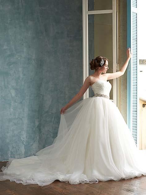 ウェディングドレス シンプル フェアリー ノンレース 海外ウェディング