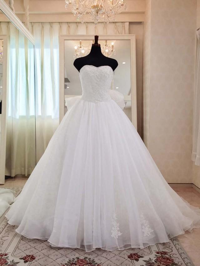 シンプル 上品なウェディングドレス ふんわり オーガンジー リボン