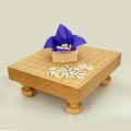 新桂2寸足付将棋盤と白椿上彫駒のセット