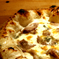 石窯ピザ 仔羊ロースのゴルゴンゾーラクリーム