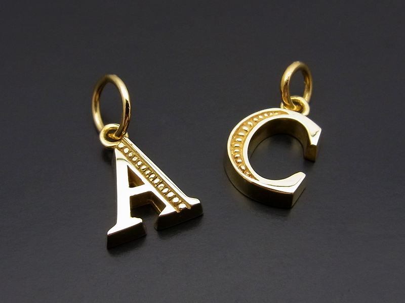 Initial Pendant - K18 Yellow Gold