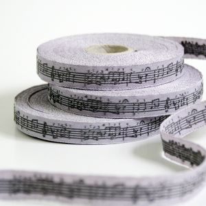 〔A-35053-03〕 リボンテープ  1cm幅  音楽 / ブラックベリー&グレー (10cm単位) 【数量限定】